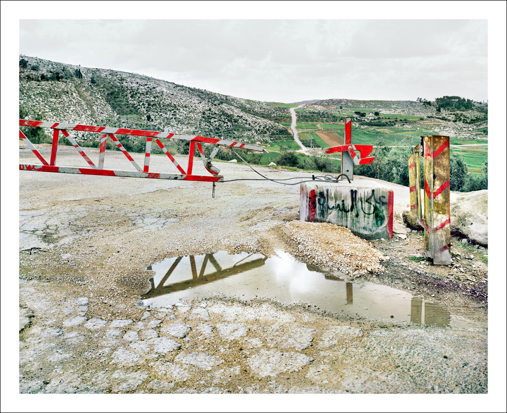 Road gate. Route 35, Hebron Hills.<br/> West Bank, Area C – full Israeli control over security, planning and construction.